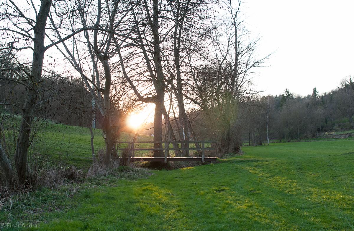 Sonnenuntergang an einer Brücke