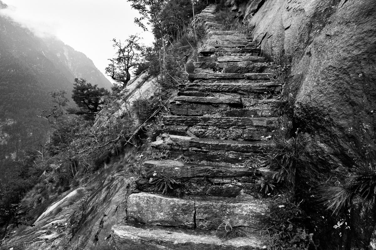 Treppe zur Alpe Lareccia im Val Bavona