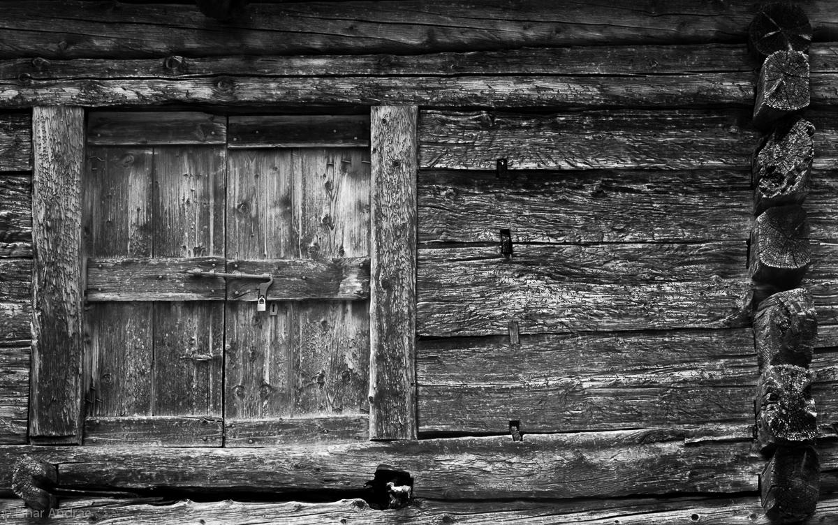Alte Türe in Bosco Gurin