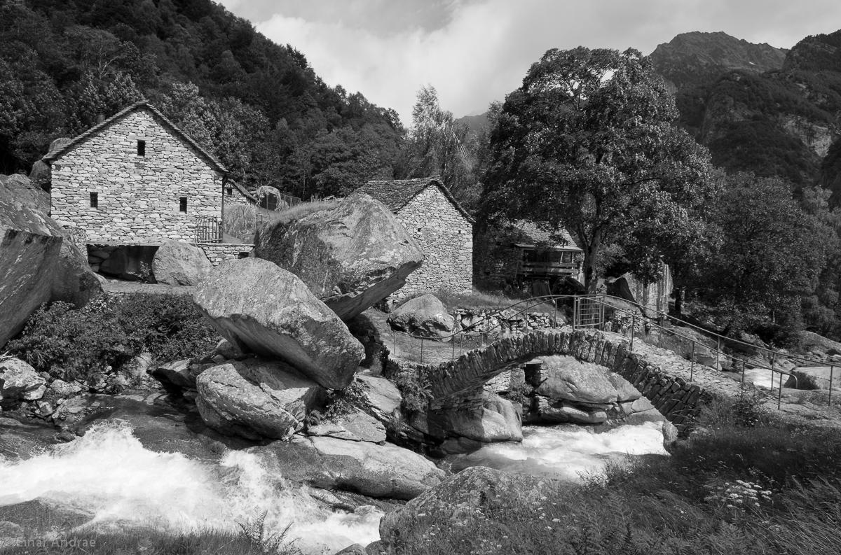 Brücke im Val Calnegia bei Puntid