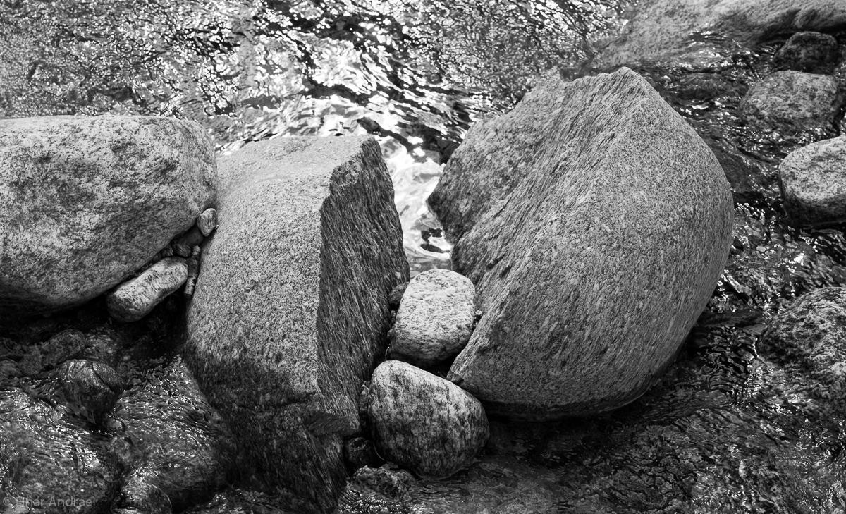 Zerbrochener Stein im Calnegia Fluss